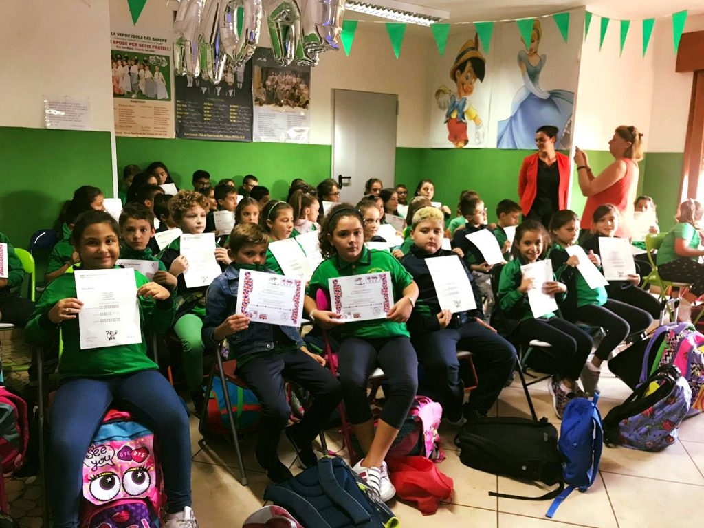 Gli studenti de La Verde Isola del Sapere ricevono il loro certificato di Lingua Inglese